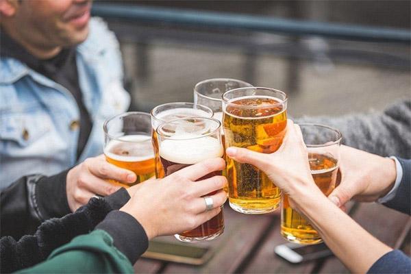 Uống rượu bia khiến tình trạng viêm da cơ địa nặng hơn