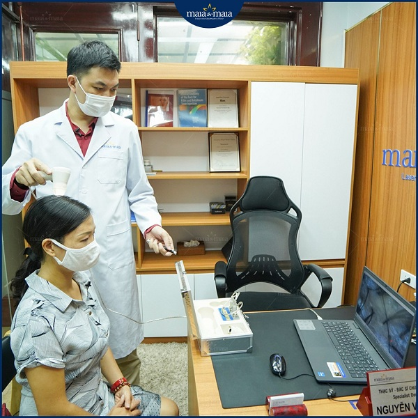 Thăm khám với bác sĩ chuyên khoa trước khi điều trị